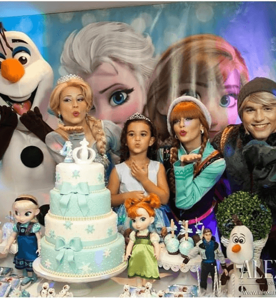 frozen-characters-for-birthday-party-elsa